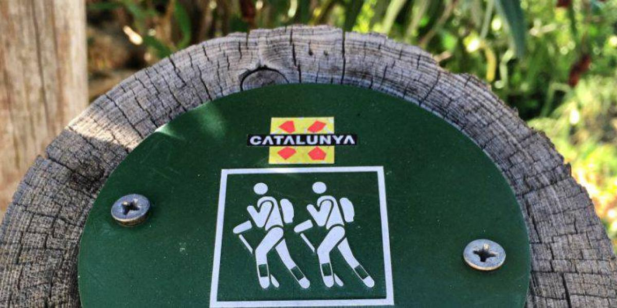 Gepäcktransport auf dem Cami de Ronda an der Costa Brava